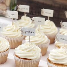 """Cupcake Sticks """"Pick me"""" als Hochzeitsdeko"""