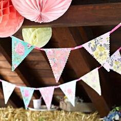 Wimpelkette zur Hochzeit Blüten