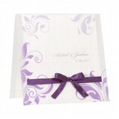 Hochzeitseinladung Jane - weiße Hochzeitseinladung mit lila Ornamenten und lila Schleife
