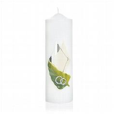Kerze mit Ringen auf Blatt und Ornamenten zur Hochzeit