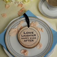 Holzanhänger als Hochzeitsgeschenk