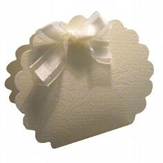 kartonage-wolkchen-vanille-mit-lilienmuster1.jpg