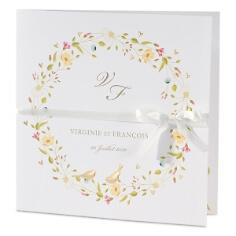 Einladungskarte mit Blüten in Weiß