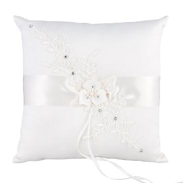Ringkissen in Weiß mit Blüten verziert
