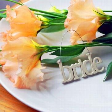 Kleiner Schriftzug aus Holz Bride zur Hochzeit