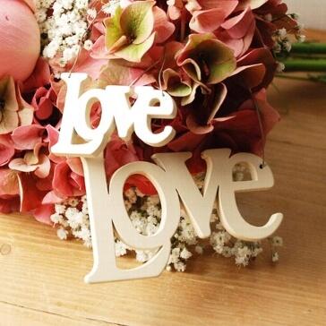 Mittlerer Schriftzug aus Holz Love zur Hochzeit