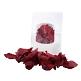 Rosenblätter in Rot als romantische Streudeko