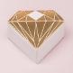 Gastgeschenk Verpackung in Form eines goldenen Diamanten