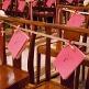 Deko-Klammern in Pflaume für Gastgeschenke zur Hochzeit - Dekobeispiel
