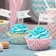 Cupcake Fähnchen Chevron, 15 St., rosa/blau/silber - Cupcakes auf Tisch