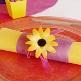 Orangenes Tischband aus Vlies zur Hochzeitsdekoration - Dekobeispiel