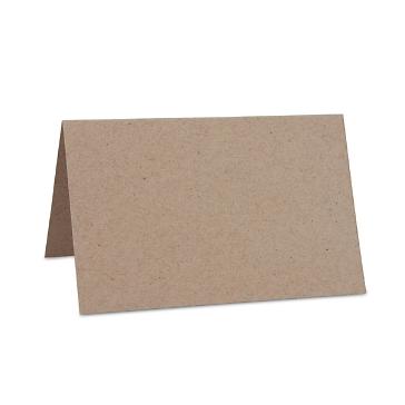 Sandfarbene Tischkarte aus Kraftpapier zur Hochzeit