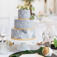 Marmor Torte mit Caketopper Just Married